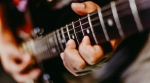How To Choose Acoustic Guitar Strings